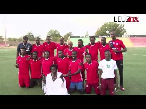 Match musiciens contre comédiens Ouzin Keita en attaquant de pointe