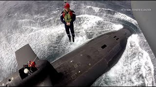 «Макрон. Эммануэль Макрон»: президент Франции эффектно спустился на подлодку с вертолёта