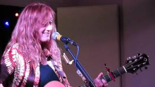 Patty Larkin  Who Holds Your Hand  Crossroads  North Andover MA Nov 18 20