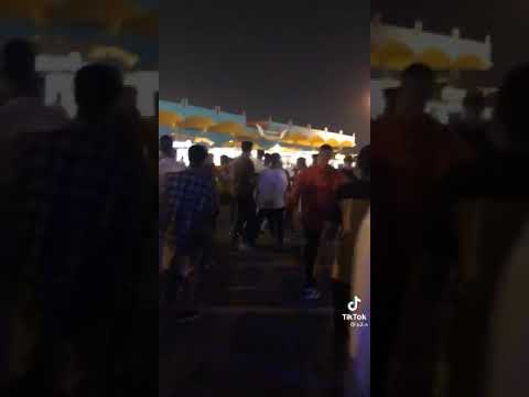 بالفيديو .. مضاربة جماعية بين شباب في الخبر