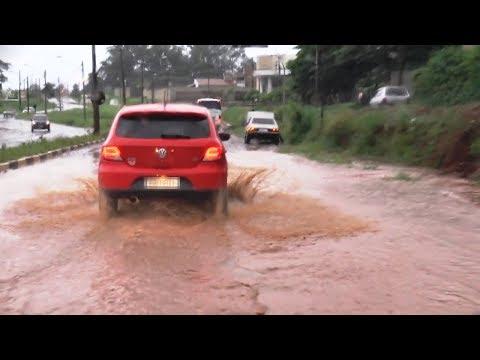 Chuva causa transtornos em Araraquara