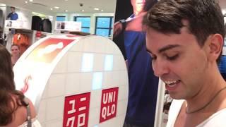 Розыгрыш в магазине Япония в Америке примерка за трусами 07.17 Японский магазин одежды в США Uniqlo
