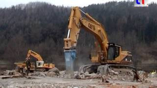 preview picture of video 'Caterpillar 375 LME w. Huge Hammer & 775B / Abbruch Waldshut-Tiengen, Germany, 04.03.2005.'