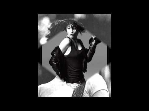 , title : 'Carmen Consoli - Contessa Miseria - Versione 2010'