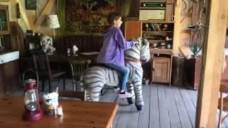 Эмилия и Кьяра на лошадях