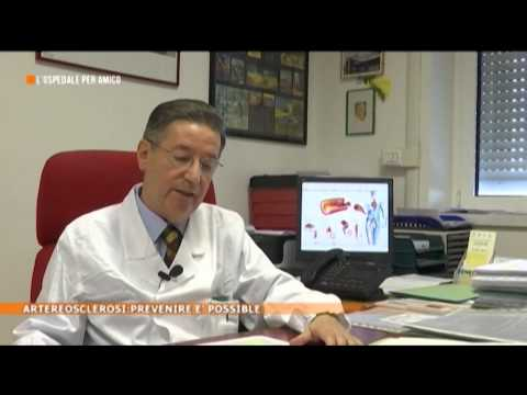 Il dottore su quello che trattiene le ragioni di varicosity la medicina