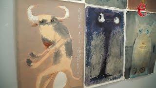 «Все це підглянуто з реальності»: хмельничанам показали виставку абсурдних і кумедних картин