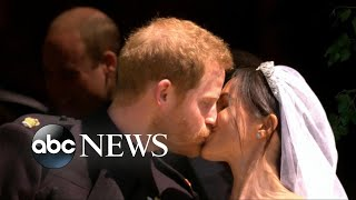 Harry, Markle take their first kiss as a married couple | Kholo.pk