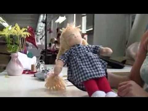 Vorschau: Waldorf Puppe Organic rotes Kleid - Amelie