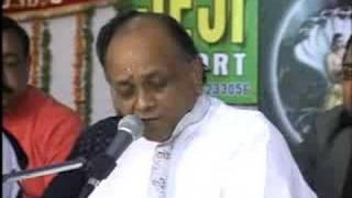 SHRI VINOD AGARWAL SINGING BHAJAN IN -----------1