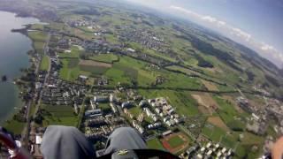 preview picture of video 'Gleitschirmflug über Zug 4.9.2010'