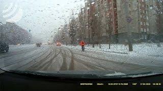 SMOTRIOMSK.RU: Часовая прогулка по Омску во время погодного коллапса. #ДТП #Разное