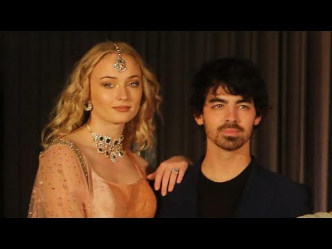 Joe Jonas and Sophie Turner Respond to Priyanka Chopra Being Labeled a 'Scam Artist' (видео)