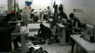preview picture of video 'داريا-ابطال كتيبة سعد يصنعون الجعب العسكرية 18-3-2013'