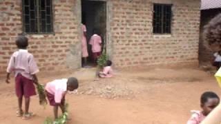 preview picture of video 'Un mes en Uganda: nuestros niños'