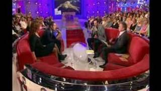 AaRon   U Turn Lily + L'interview !!!! A Vivement Dimanche