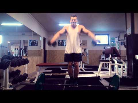 Trening na siłowni dla kulturystyki mężczyzn
