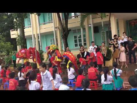 Thầy giáo và phụ huynh học sinh trường TH Yên MỸ múa lân vui tết trung thu 2019