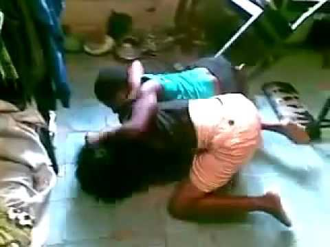 Nigerian Unilag babes fight and exoposes breast