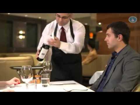 Các bước phục vụ rượu vang đỏ cho sommelier