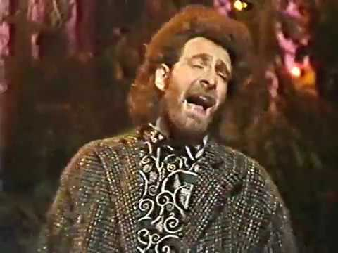 """Godley and Creme  - """"Cry"""" - Kenny Everett Television Show (27-04-1985)"""