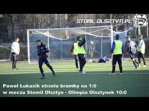 Paweł Łukasik strzela bramkę na 1:0 w meczu Stomil Olsztyn - Olimpia Olsztynek
