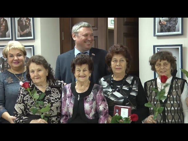 Юбилейные медали вручили ветеранам