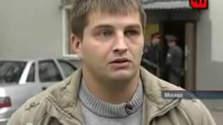 Жестко избил двух полицейских в московском метро. Драка в метро
