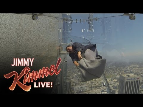 Guillermo Tries the Terrifying Skyslide (видео)