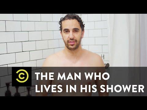 Muž, který žije ve sprše