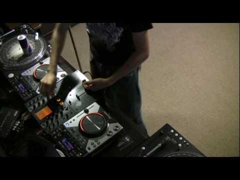 DJ Ravine likes Electro!….mix