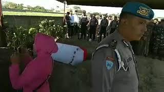 BEGINI UPACARA MILITER PEMAKAMAN M LUTFI AJUDAN KAPOLRES TULUNGAGUNG