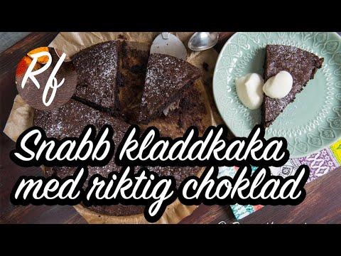 Snabb kladdkaka eller chokladtårta med riktig choklad istället för kakao. Denna kladdkaka går snabbt att göra trots att den görs med riktig choklad. Servera med lättvispad grädde med lite vaniljsocker i, vaniljglass eller valfritt tillbehör.>