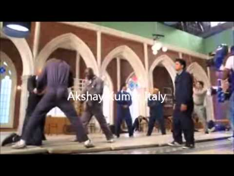 Akshay Kumar performing a stunt for Housefull 2