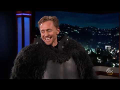 Tom Hiddleston  en disfraz de  gorila (Subtitulado) y Nuevo trailer de KONG.LA ISLA CALAVERA