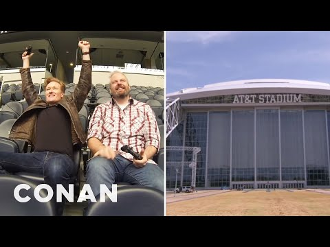 Conan hraje videohry na stadionu