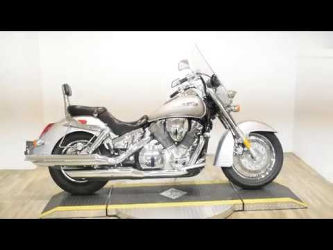 2006 Honda VTX™1300R in Wauconda, Illinois - Video 1