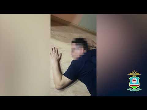 СК задержал главного инженера «Саханефтегазсбыта». ОМОН вскрыл дверь его квартиры с помощью кувалды