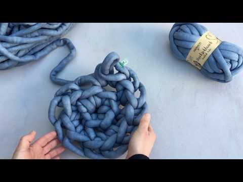 Fingerhäkeln: runder Teppich aus Strickschlauch