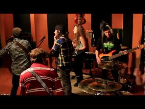 Everybody Talks chords & lyrics - Neon Trees