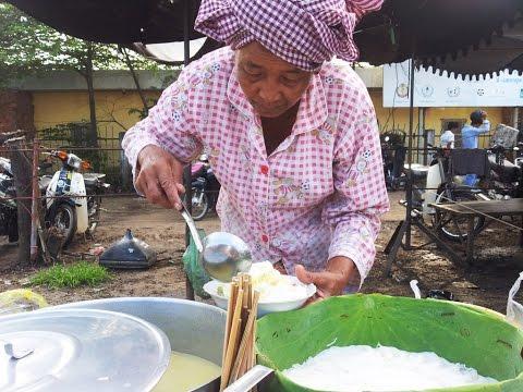ขนมจีนน้ำยาสูตรกัมพูชา แบ็งจ็อก cambodia rice vermicelli served with curry