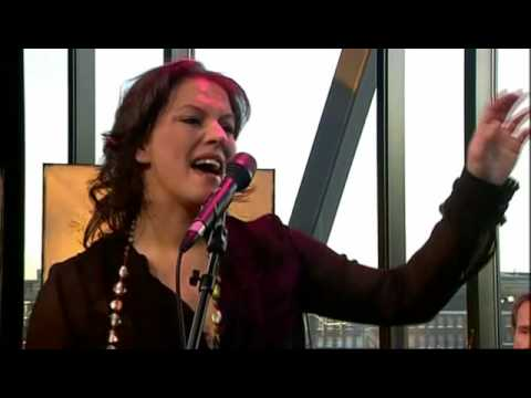 play video:Fay Claassen - Anything Goes