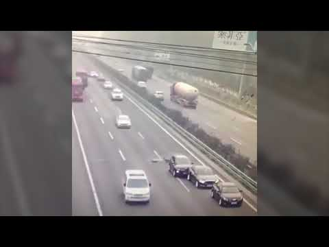 Be Careful Don't Stop On Highway ⚠️ – PakWheels Viral
