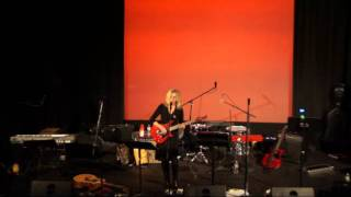 """""""The Bees"""" Tanya Donelly at The Brattle Theatre 16/16"""