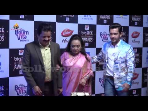 Udit Narayan Son Aditya Narayan Big Zee Entertainment Awards | (видео)