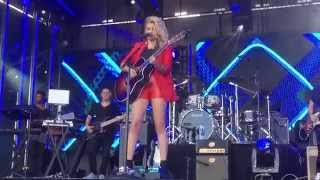 "Tori Kelly ""Suit & Tie/PYT"" Jimmy Kimmel Live"