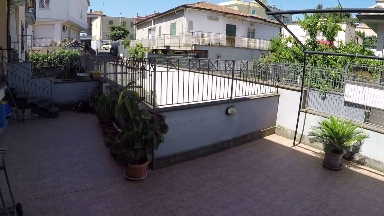 Rooms with AC and balcony for rent in 3-bedroom house in Torre Gaia