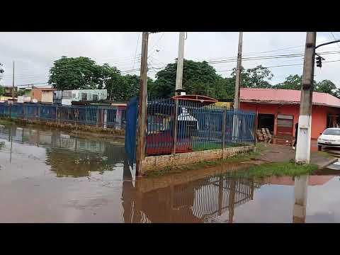 '.Cheia do Rio Madeira invade ruas e comércios na região central de Porto Velho.'
