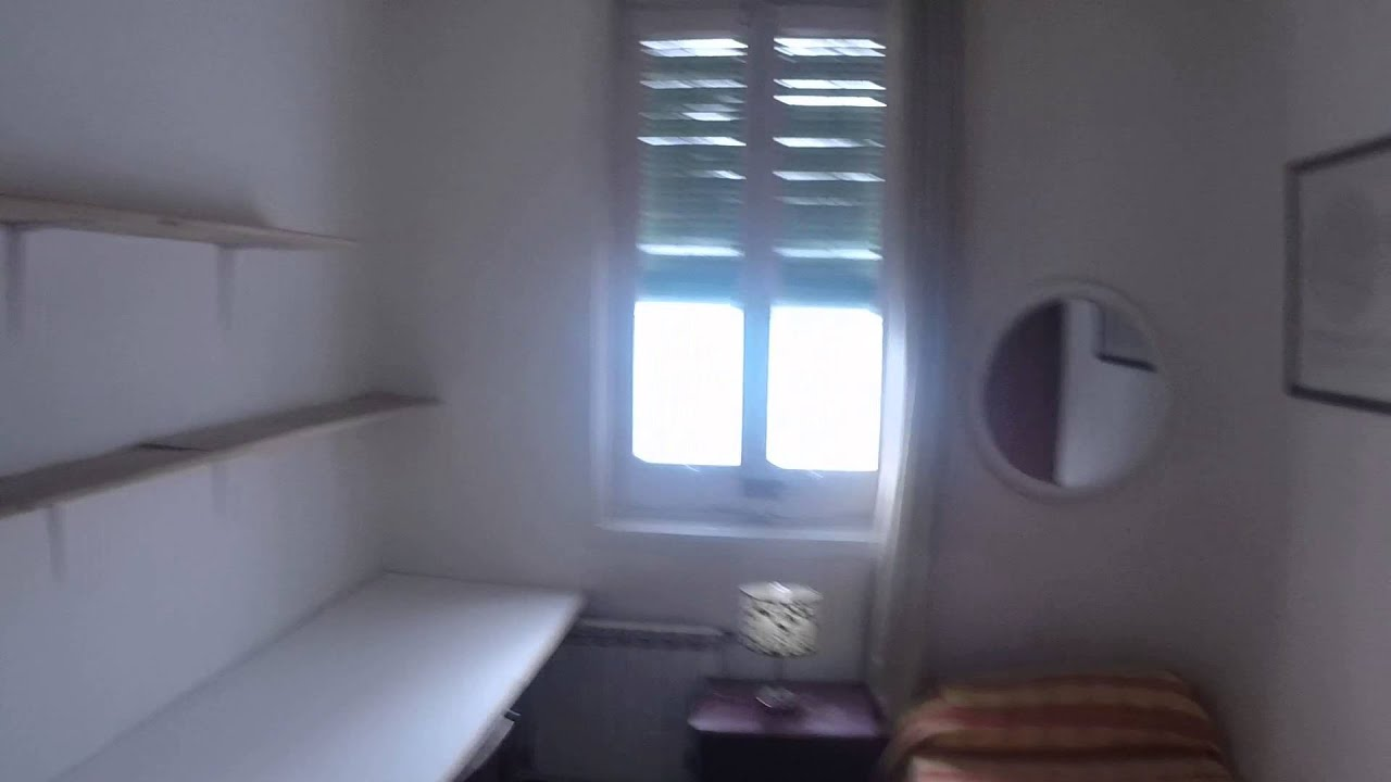 Furnished room with ample storage in shared apartment, Malasaña