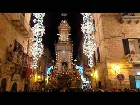 Festa Maggiore 2012: il Carro Trionfale attraversa l'arco di luci